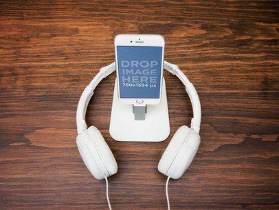 iPhone 6 With Headphones