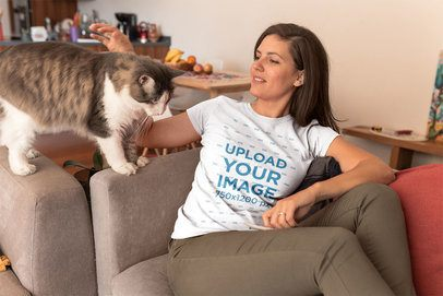 Woman Wearing a T-Shirt Mockup With her Cat a18969
