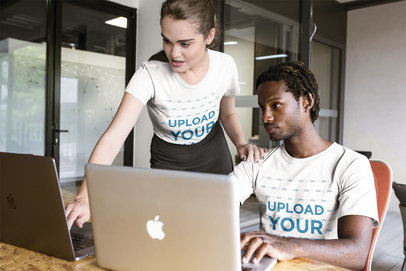 Girl Showing Something a Man on his Monitor Wearing T-Shirts Mockup a20511