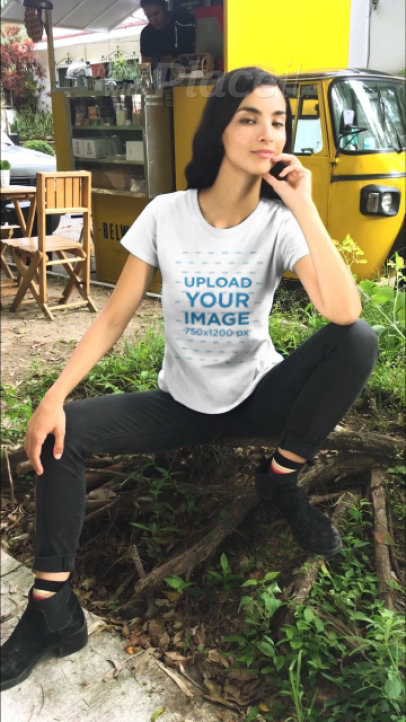 T-Shirt Video of a Slim Woman Featuring a Vintage-Looking Food Truck 23263