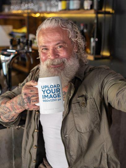 20 oz Beer Stein Mockup of a Senior Man Taking a Selfie 33454