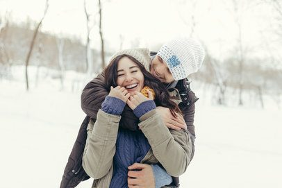 Beanie Mockup of a Man Hugging His Girlfriend in a Snowy Scenery 35145-r-el2