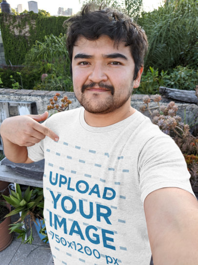 Selfie Mockup of a Man Pointing at His Heathered T-Shirt 36764
