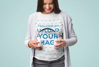 T-Shirt Mockup of a Pregnant Woman Sharing Music with Her Child 37020-r-el2