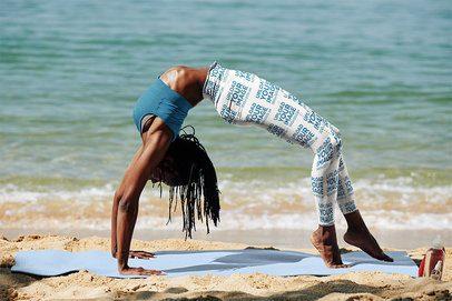 Leggings Mockup of a Woman Doing a Backbend by the Sea 38432-r-el2