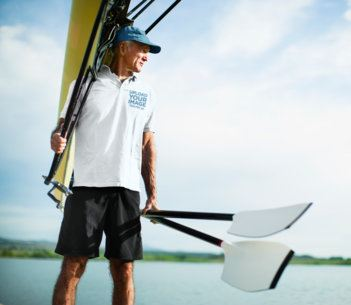 Mockup Featuring a Senior Man with a Polo Shirt and Paddles 39614-r-el2